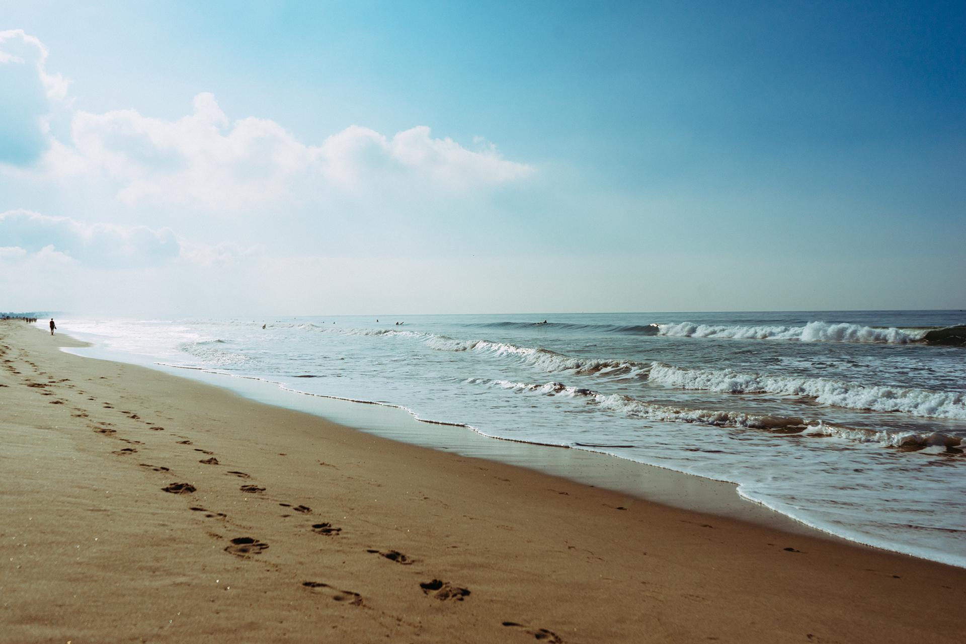 sea-beach-footprint-steps